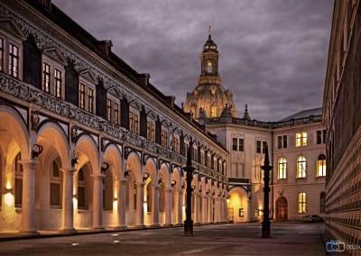 Der Dresdner Stallhof am Abend.