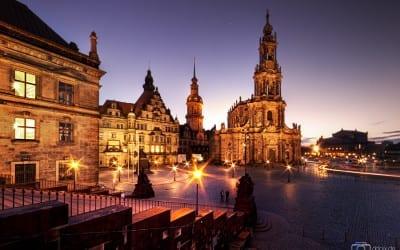 Der Dresdner Schloßplatz am Abend.