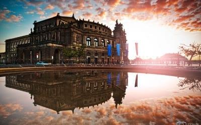 Die Dresdner Semperoper zum Sonnenaufgang