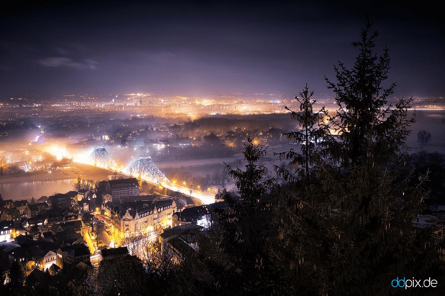 00356 | Nebelschwaden ziehen an einem milden Winterabend durch die Stadt
