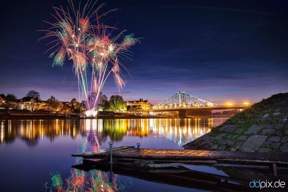 Feuerwerk am Blauen Wunder